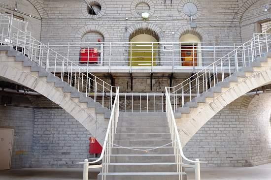 بازداشتگاه کینگستون ، یک تجربه متفاوت