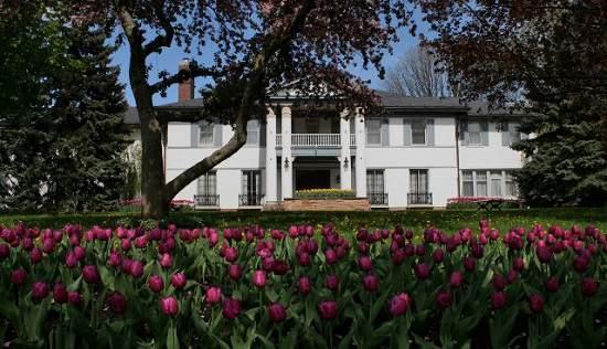 از Heintzman House بیشتر بدانید