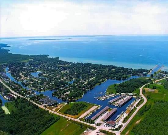 این شهر کوچک را ونیز انتاریو مینامند، Lagoon City