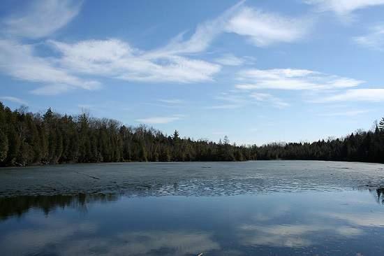اینجا با تورنتو یکساعت فاصله دارد ، Crawford Lake