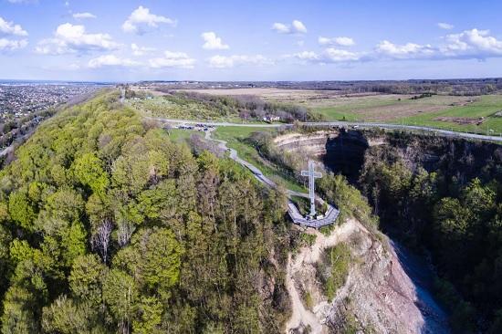 با آبشار و منطقه حفاظت شده Devils Punchbowl  آشنا شوید